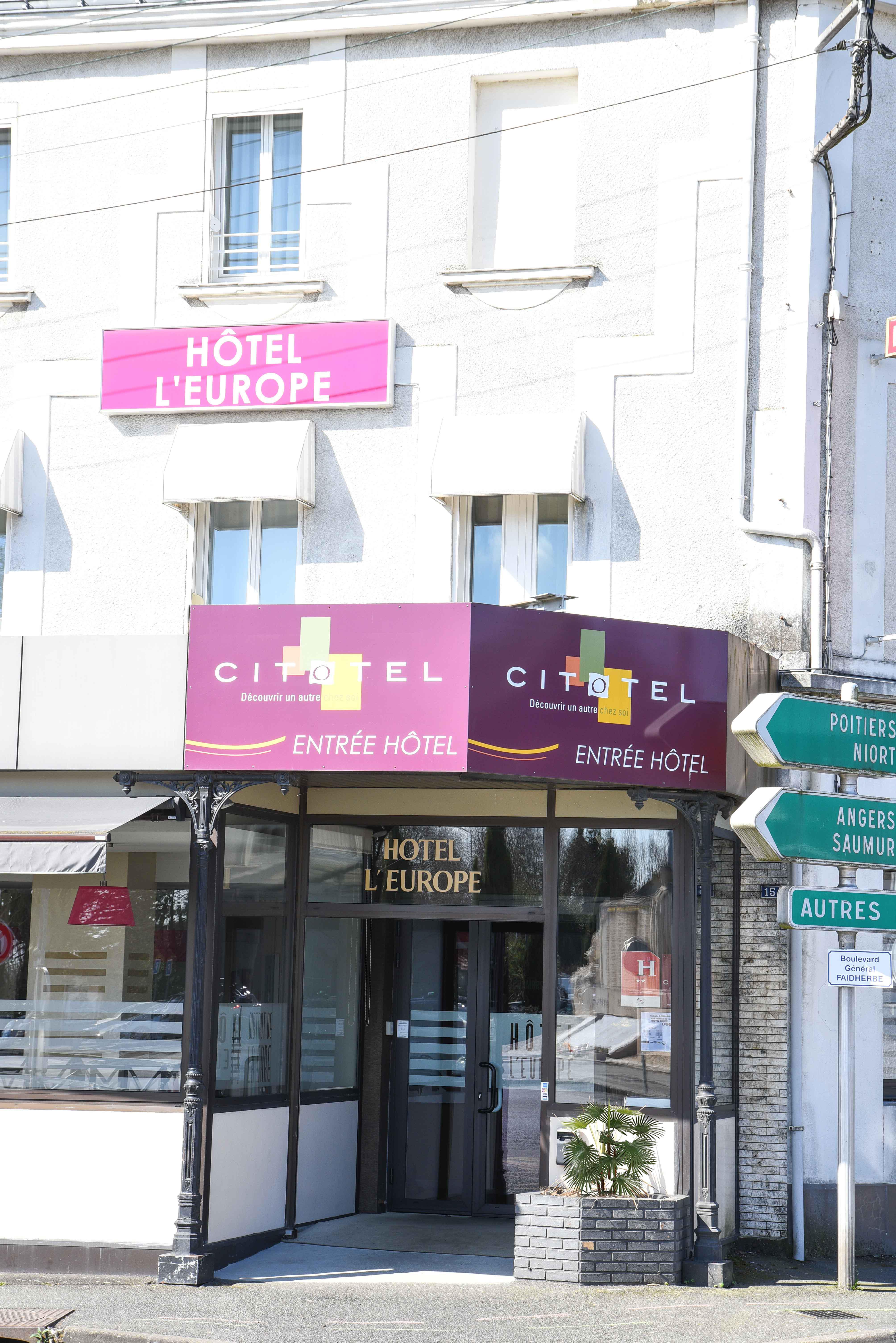 facade-hotel-cholet