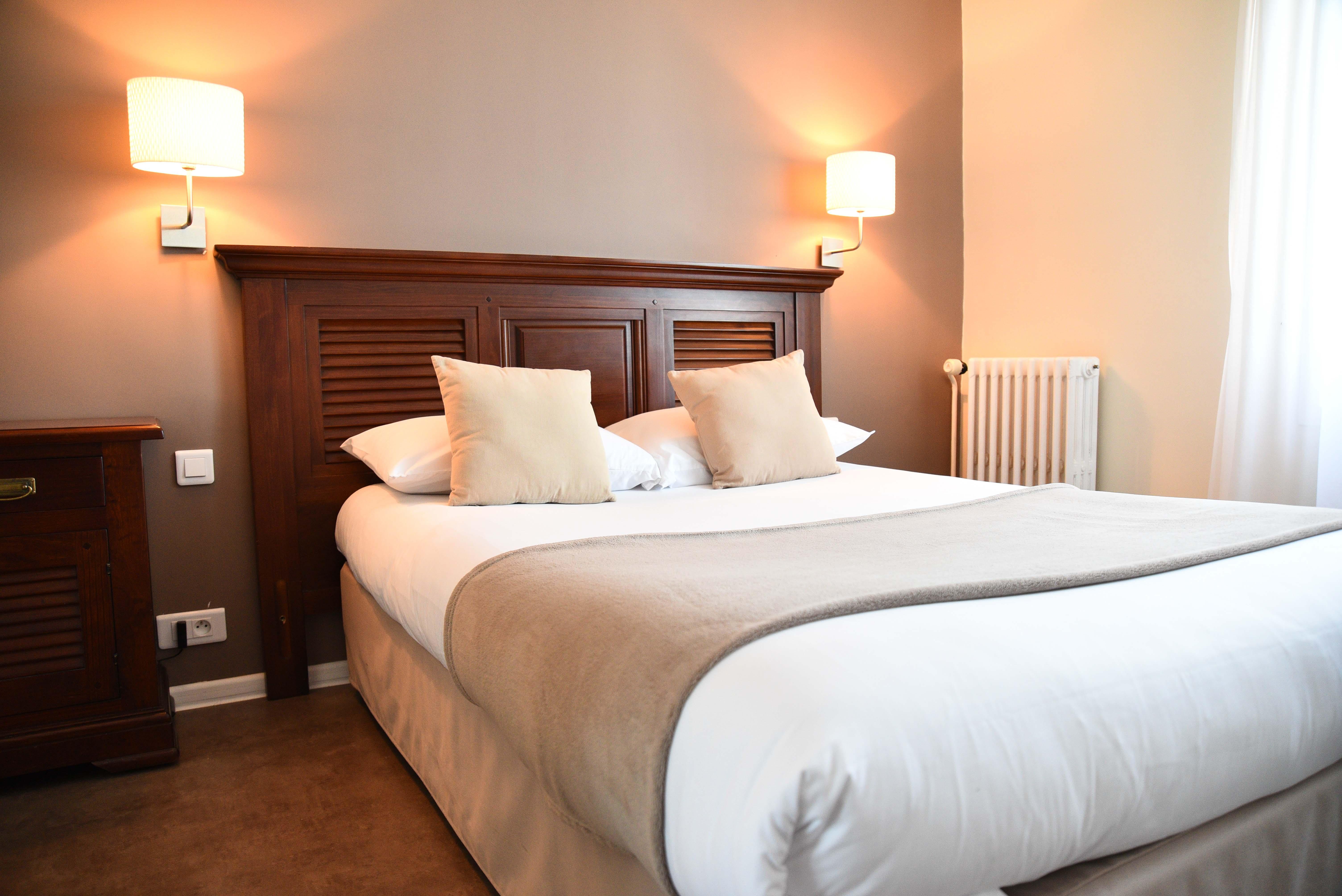 lit-chambre-hotel