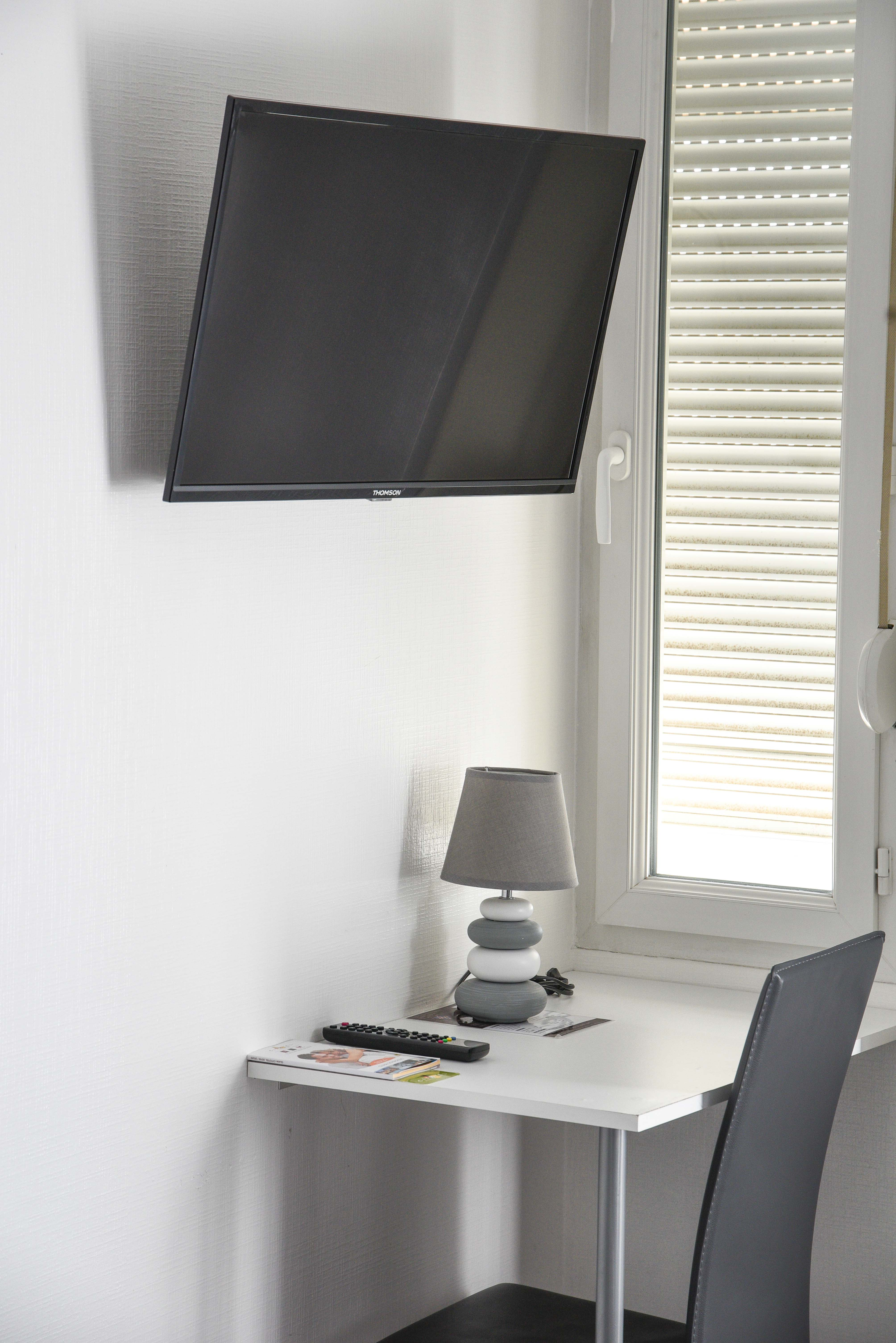 tv-bureau-chambre-double